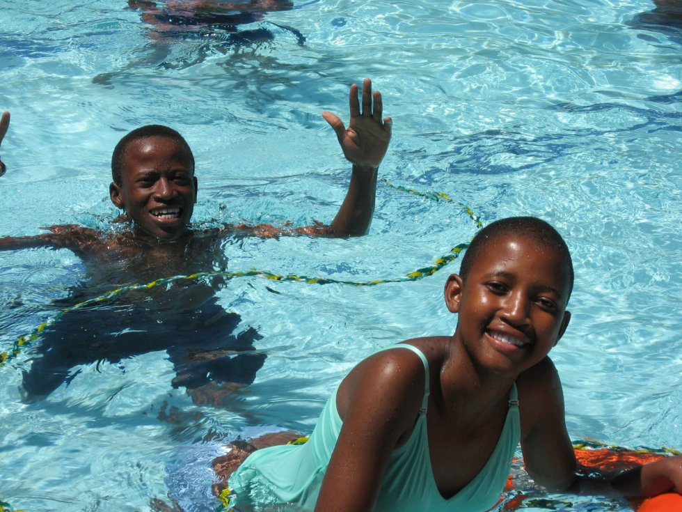 Mochudi Teen Club members enjoy a day at the pool! (Photo courtesy of Leslie Duling)